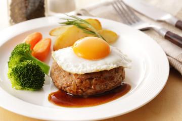 エッグハンバーグステーキ Egg on the hamburger Steak