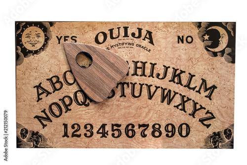 Ouija Board Stockfotos Und Lizenzfreie Bilder Auf Fotolia