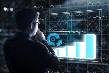 Business Man analysiert Kurse