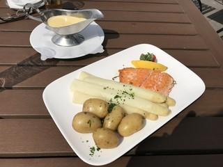 Spargel mit Lachs und Kartoffeln