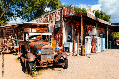 Wall mural abandoned retro car in Route 66 gas station, Arizona, Usa