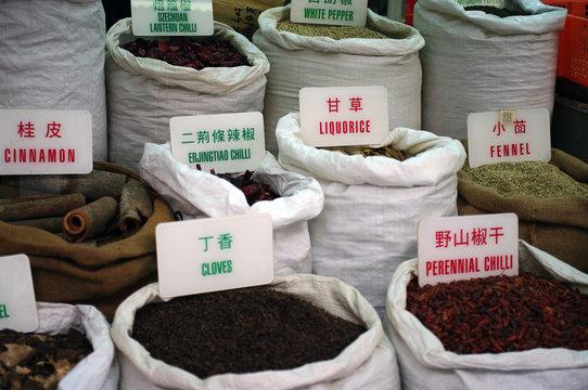 Épices chinoises au marché