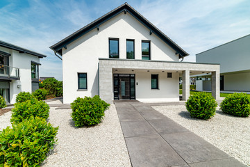 weisses Einfamilienhaus, hochwertig, Deutschland