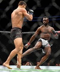 MMA: UFC 226-Hall vs Costa