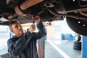 Auto mechanic repairing a car