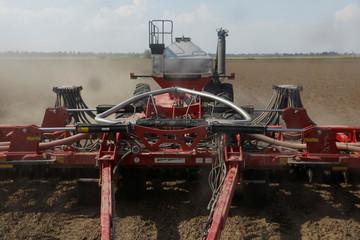 A fertilising mechanism fertilises soybean fields in Gideon, Missouri