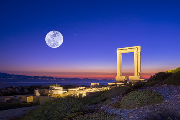 Fotomurales - Portara - ruins of ancient temple of Delian Apollo on Naxos island, Cyclades, Greece