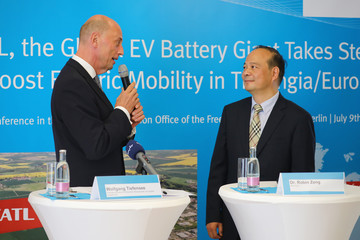 Chinese battery maker CATL CEO Robin Zeng and Thuringia Economy Minister Wolfgang Tiefensee attend a news conference in Berlin