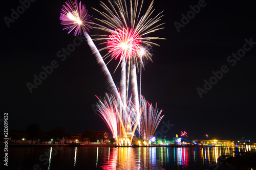 wat arun temple bangkok happy new year countdown fireworks celebration time thailand