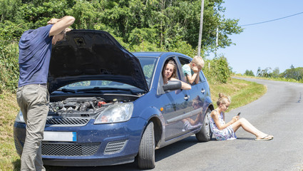 young family with car trouble on vacation