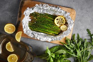 baked asparagus with lemon in foil