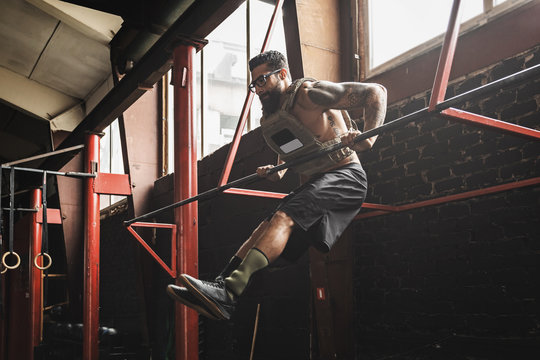 Strong man doing muscle up exercise