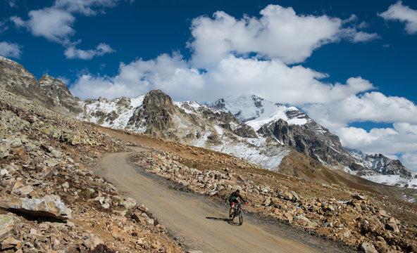 Man on a mountain bike races down