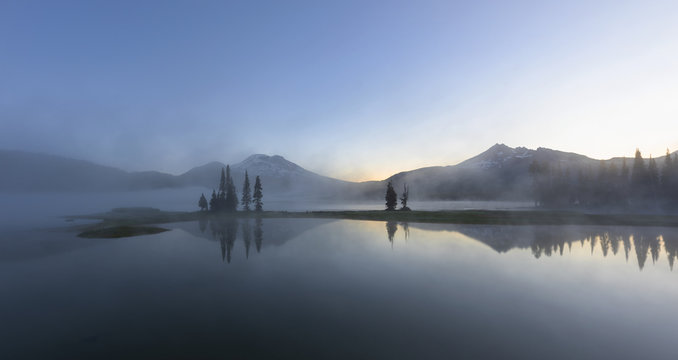 Sparks Lake is a beautiful lake in Mt Bachelor area, Central Oregon.