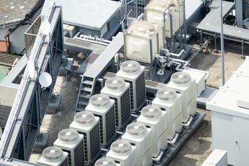 ビルの屋上・イメージ・空調設備・電力変電設備・給水タンク
