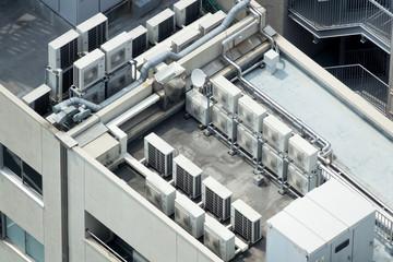 ビルの屋上・イメージ・空調設備・電力変電設備