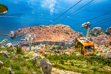 Fototapeten Zentral-Europa Old town of Dubrovnik with cable car ascending Srd mountain, Dalmatia, Croatia