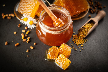 Fotoväggar - Honey jar and dipper