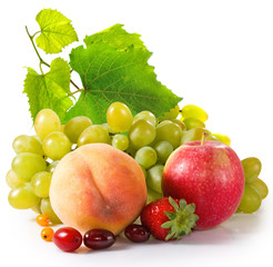 Fototapete - isolated image of apple, grapes, peach