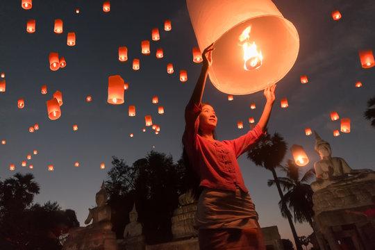 Women release Khom Loi, the sky lanterns during Yi Peng or Loi Krathong festival in Chiang Mai, Thailand.