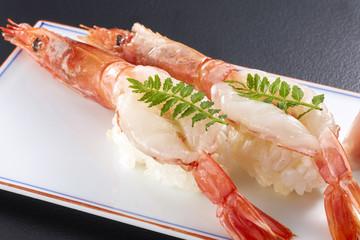 有頭生海老の握り寿司 (raw shrimp)