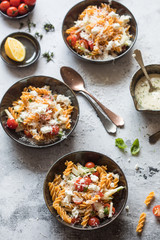 Quick pasta salad with tomatoes