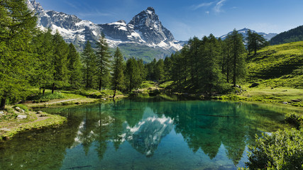 The blue lake and the Matterhorn