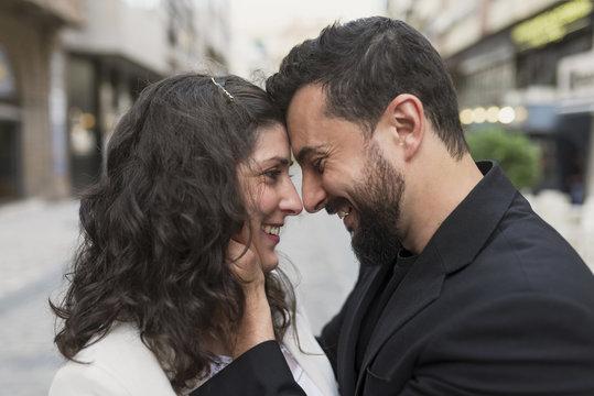 30s couple in the street in love hug