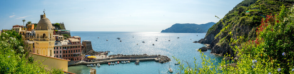 Foto auf AluDibond Ligurien Panoramic View of the Bay in front of the Town of Vernazza on Blue Sky Background.