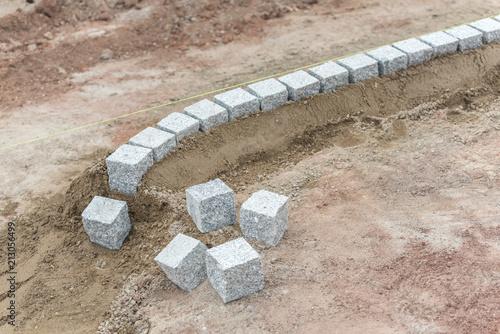 Rasenkante Aus Granitsteinen Setzen Stock Photo And Royalty Free