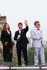 "Director Christopher McQuarrie, cast members Tom Cruise and Rebecca Ferguson pose in front the Eiffel Tower during the world premiere of the film ""Mission: Impossible - Fallout"" in Paris"
