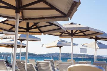 plajdaki şemsiyeler