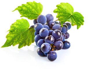 Blue grapes with green leaf healthy eating, isolated on white Fototapete