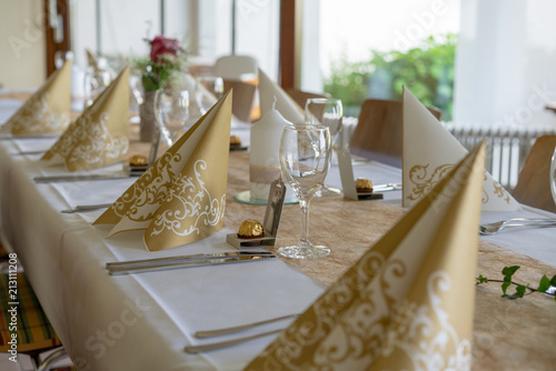 Tischdekoration Goldene Hochzeit Stock Photo And Royalty Free