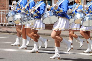 девушки с барабанами