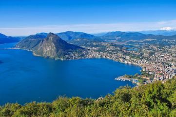 Luganersee und Stadt Lugano, Schweiz - Lake Lugano and town Lugano