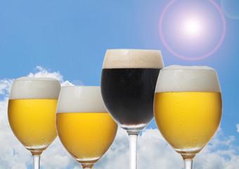 夏のビールのイメージ写真 青空とビール
