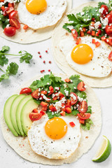 Flatbread with avocado, egg and mexican salsa. Healthy breakfast, lunch or dinner