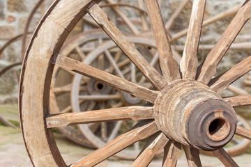 vieilles roues de charrette