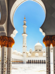 Foto op Aluminium Abu Dhabi Sheikh Zayed Grand Mosque Abu Dhabi in afternoon sunlight.