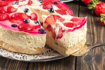 Cheesecake with strawberries, blueberry and jelly