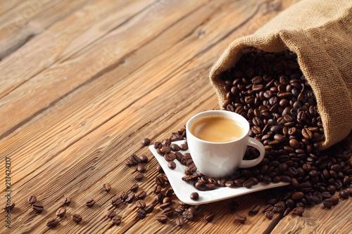 """""""Espresso Kaffee Tasse Mit Kaffeebohnen Und Altem Holz"""