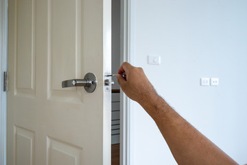 locksmith service for repair or fix door house