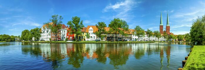 Lübeck, Panorama an der Trave mit Dom