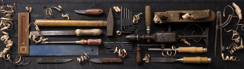 Arbeitstisch mit Werkzeug