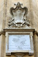 Gedenktafel zu Ehren Papst Pius VI in Civitavecchia