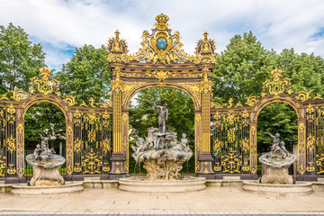 Papiers peints Fontaine View at the Neptun Fountain at the Place of Stanislas in Nancy - France