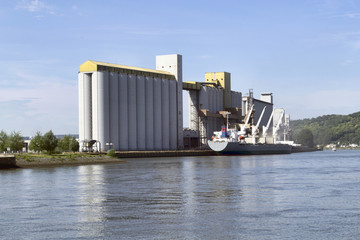Photo Blinds Port Bateau céréalier dans le port de Rouen