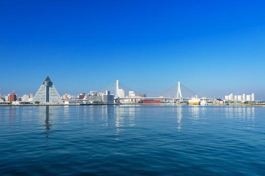 【青森県青森市】青森市北防波堤から見た早朝の青森ベイエリア
