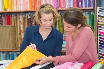 2 female entrepreneurs choosing textile samples